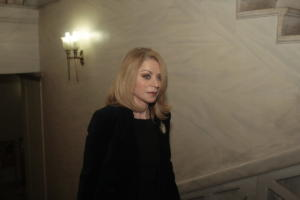 OPEN: Η Στάη, η κορδέλα και το πρόσωπο έκπληξη στο κεντρικό δελτίο ειδήσεων