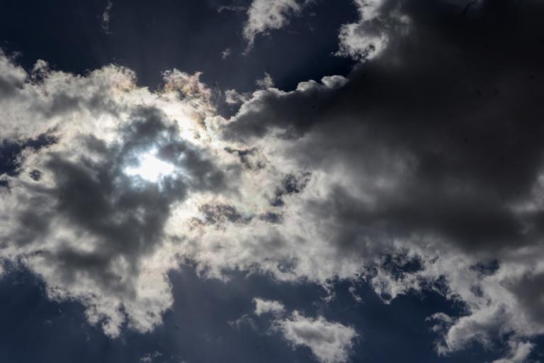 Καιρός: Πού περιμένουμε βροχές και… συννεφιές σήμερα   Newsit.gr