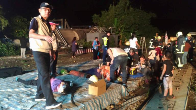 Εκτροχιασμός τρένου στην Ταϊβάν – Τουλάχιστον 17 νεκροί, πάνω από 100 τραυματίες [pics] | Newsit.gr