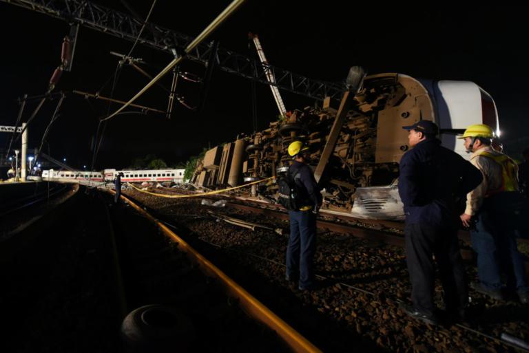 Ταϊβάν: Τουλάχιστον 22 οι νεκροί από τον εκτροχιασμό τρένου | Newsit.gr