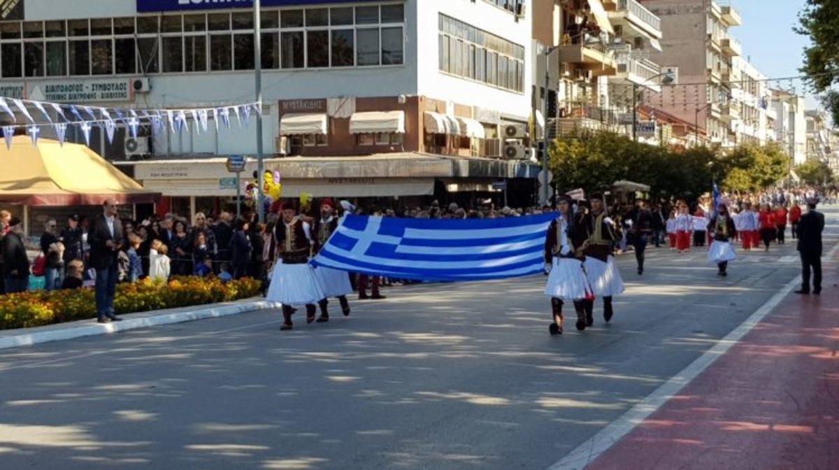Τρίκαλα: Χιλιάδες κόσμου έδωσαν το παρών στην παρέλαση για την 28η Οκτωβρίου [pics]   Newsit.gr