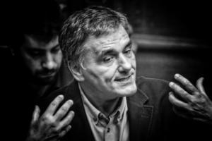 Τσακαλώτος στη Βουλή: Μην μιλάτε για τράπεζες που καταρρέουν!