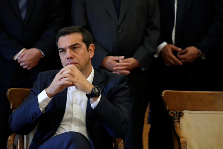 La Tribune: Οι Βρυξέλλες δεν απαιτούν από την Ελλάδα ψαλίδι στις συντάξεις | Newsit.gr