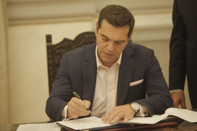 Η ορκωμοσία του πρωθυπουργού στην θέση του υπουργού Εξωτερικών   Newsit.gr