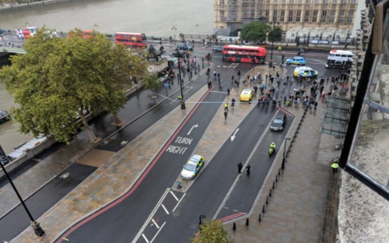 Συναγερμός στο Λονδίνο! Ύποπτο αντικείμενο έξω από το βρετανικό κοινοβούλιο | Newsit.gr