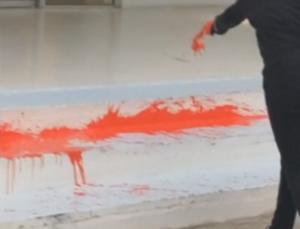 Κρήτη: Επίθεση αναρχικών στο ξενοδοχείο που πέθανε η 20χρονη Αλέκα – «Έτσι σκοτώθηκε η κοπέλα» – video