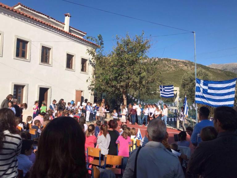 Ρίγη συγκίνησης σε Χιμάρα και Δερβιτσάνη για την 28η Οκτωβρίου – video | Newsit.gr