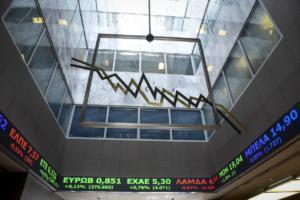 Χρηματιστήριο: «Μάτωσαν» οι τράπεζες! Ελεύθερη πτώση μετά το άγριο «σφυροκόπημα»!