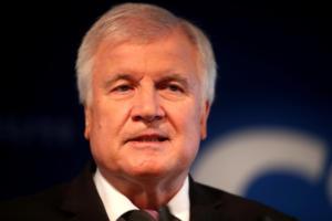 Γερμανία: Έτοιμος προς παραίτηση από την προεδρία του CSU o Ζεεχόφερ!