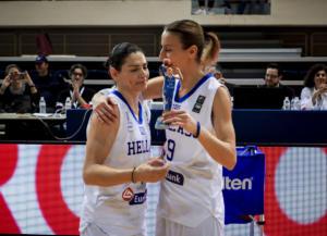 """Εθνική Γυναικών: Βραβεύτηκαν Καλτσίδου και Μάλτση! """"Στέλλα, σε ευχαριστούμε"""" – video"""
