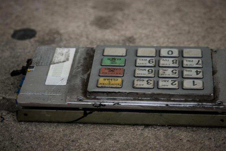 Έβρεξε λεφτά στην Ηλιούπολη – Έκρηξη σε ΑΤΜ | Newsit.gr