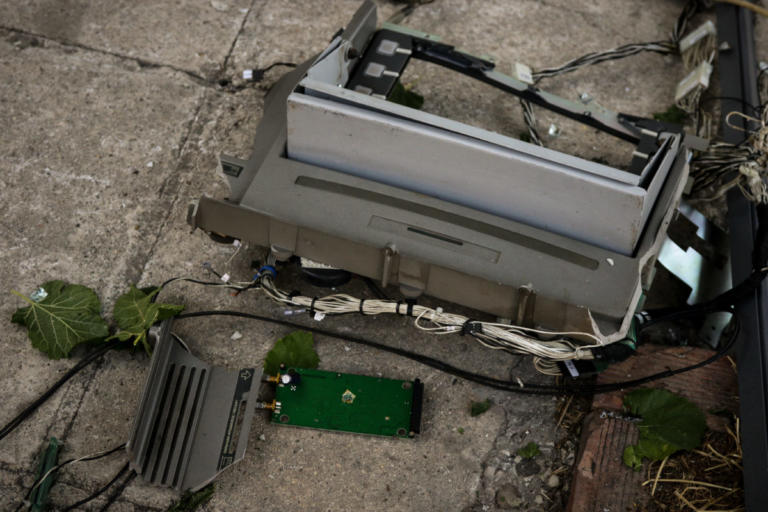 Την πάτησαν οι κλέφτες – Τίναξαν το ΑΤΜ αλλά…   Newsit.gr