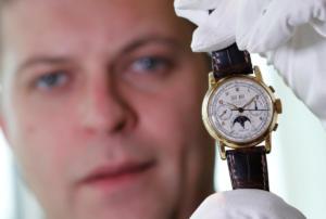 Μοναδικό ρολόι – κόσμημα πουλήθηκε στην αστρονομική τιμή των 3,9 εκατομμυρίων δολαρίων! [pics]