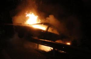 Έκαψαν αυτοκίνητα και μηχανή στον Άγιο Δημήτριο