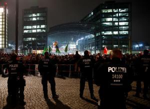 Παρέλαση Νεοναζί στο Βερολίνο στην 100ή επέτειο λήξης του Α' Παγκοσμίου Πολέμου – Video