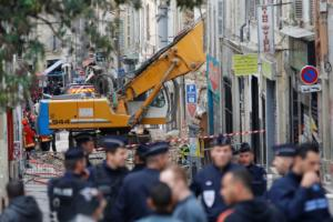 Μασσαλία: Για τέταρτη μέρα βγάζουνε νεκρούς από τις δύο γκρεμισμένες πολυκατοικίες