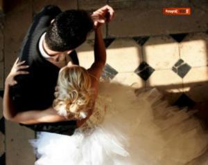 Χαλκίδα: Ο «δίγαμος» γιατρός αποκαλύπτεται – Η φωτογραφία του γάμου που προκάλεσε σάλο – Η απάντηση από το περιβάλλον της νύφης!