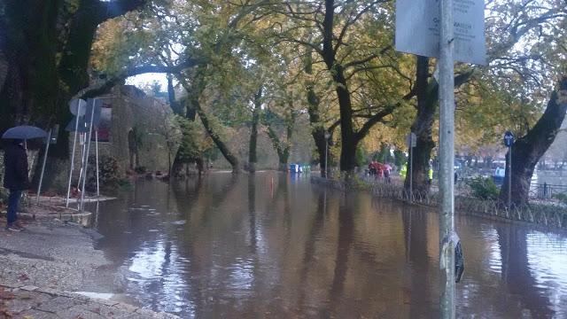 Καιρός – Ιωάννινα: Η λίμνη βγήκε στη στεριά | Newsit.gr