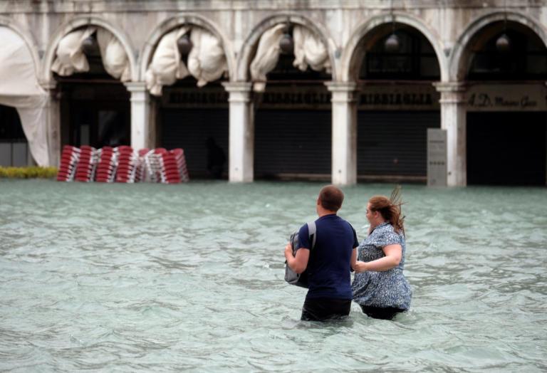 Θερίζει ζωές η φονική κακοκαιρία στην Ιταλία | Newsit.gr