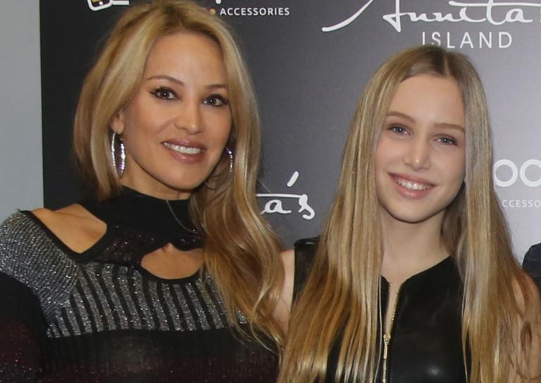 Αννίτα Ναθαναήλ: Η μεγαλύτερη κόρη της έλαμψε στην πασαρέλα κι εκείνη την απόλαυσε με περηφάνια! | Newsit.gr