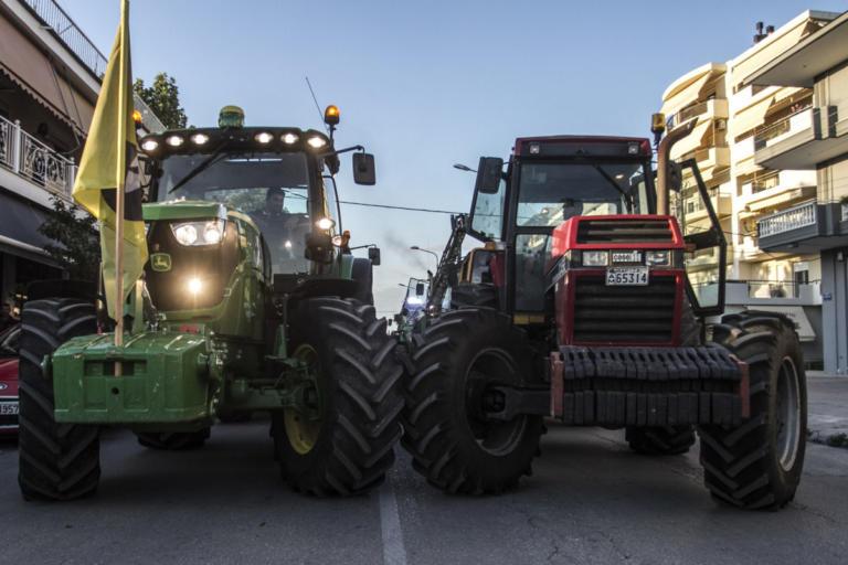 Λάρισα: Τα τρακτέρ των αγροτών στους δρόμους – Στα άκρα η σύγκρουση με την κυβέρνηση! | Newsit.gr