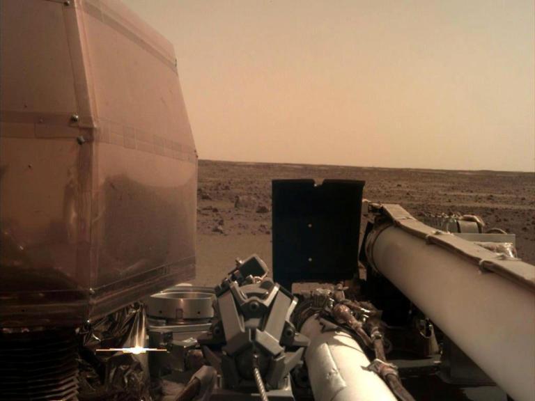 NASA: Νέες φωτογραφίες του «Κόκκινου Πλανήτη» από το Insight