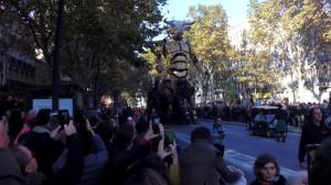 Ένας πελώριος Μινώταυρος αλωνίζει στους δρόμους της Τουλούζης