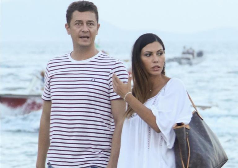 Αντώνης Σρόιτερ – Ιωάννα Μπούκη: To τρυφερό φιλί του ζευγαριού με φόντο τον Λευκό Πύργο! | Newsit.gr