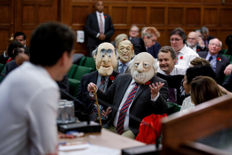 Halloween: Τι ντύθηκαν οι διάσημοι – Απίστευτο σκηνικό στην Βουλή του Καναδά [pics] | Newsit.gr