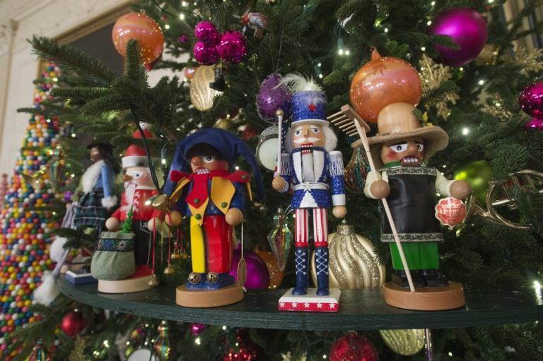 Μελάνια VS Μισέλ: Ο Χριστουγεννιάτικος στολισμός Τραμπ και Ομπάμα | Newsit.gr