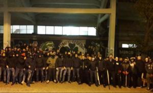 """Τα """"σκληρά"""" επεισόδια πριν το ΑΕΚ – Άγιαξ! Με καδρόνια στο κέντρο της Αθήνας – [pics videos]"""