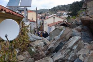 Στο Πλωμάρι ο Λέκκας για την κατολίσθηση – Ζημιές και ακατάλληλα σπίτια – Νέες εικόνες καταστροφής [pics]