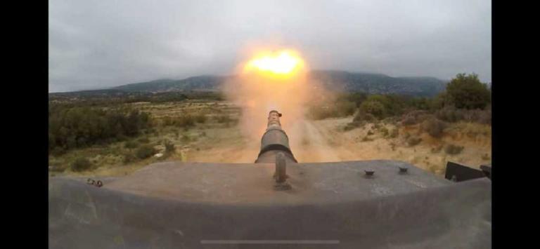 Φωτιά και ατσάλι – Εντυπωσιακές βολές από ελικόπτερα, άρματα και βαρέα όπλα | Newsit.gr