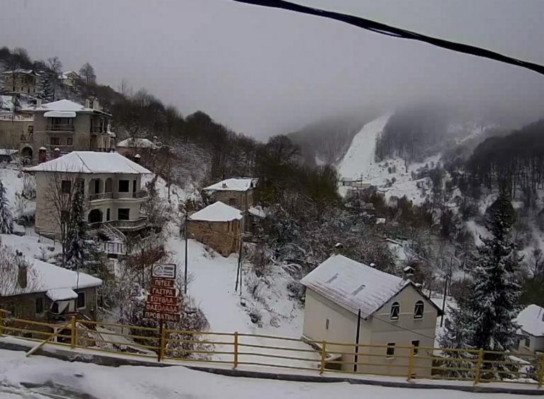 Καιρός: Στα λευκά όλη η Ελλάδα! Εντυπωσιακές εικόνες – Πού θα χιονίσει τις επόμενες ώρες | Newsit.gr