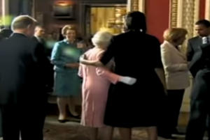 Μισέλ Ομπάμα: Ο απίστευτος διάλογος με την Βασίλισσα Ελισάβετ – Γιατί έσπασε το πρωτόκολλο