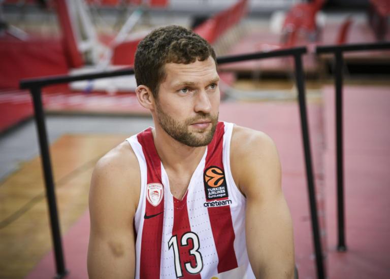 Ολυμπιακός: Χωρίς Στρέλνιεκς με Παναθηναϊκό! Απίθανο να προλάβει ο Λετονός | Newsit.gr