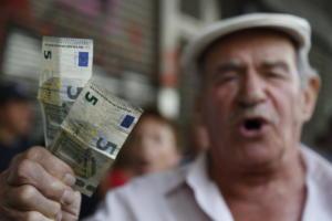 Συντάξεις: Κόψτε, λέει το ΔΝΤ – Σφίγγει τον κλοιό η Ευρώπη