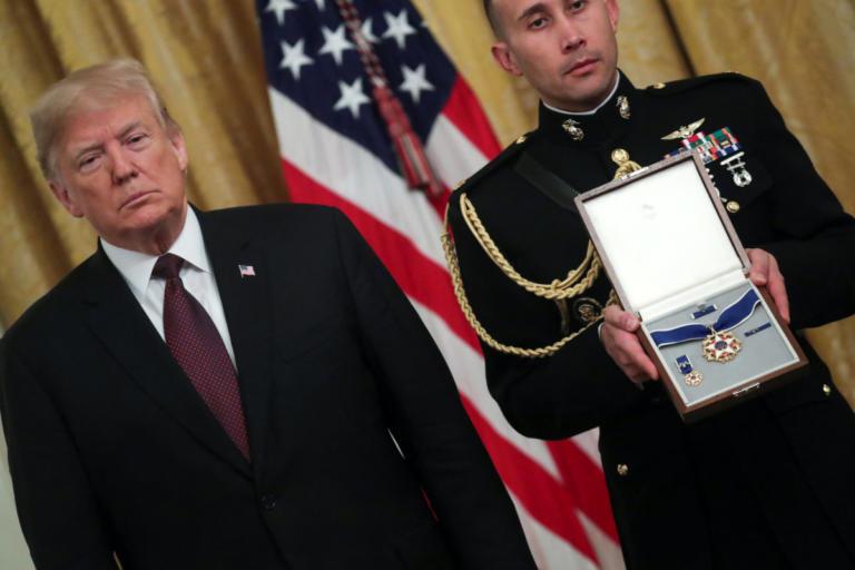 Μετάλλιο της Ελευθερίας από τον Τραμπ στον… Έλβις!