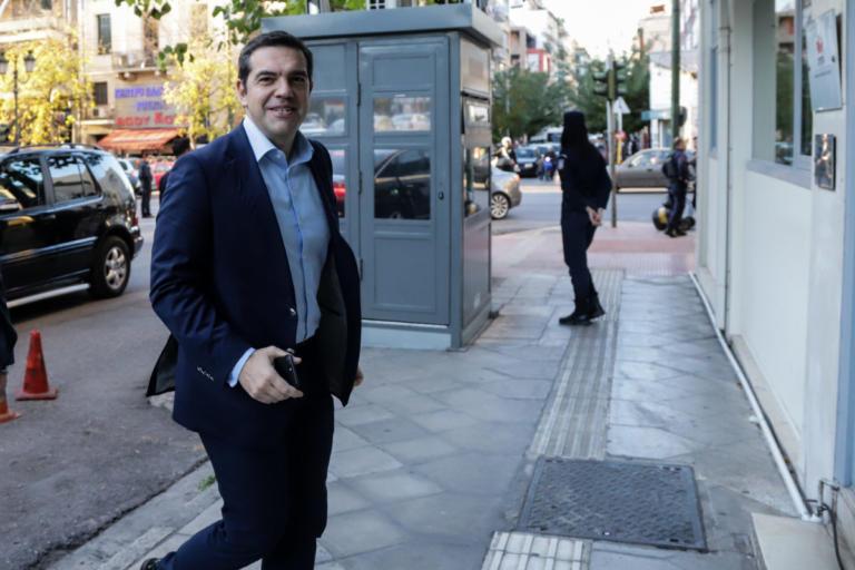 Χειροπέδες σε Αλβανό που παρίστανε τον φρουρό του Τσίπρα | Newsit.gr