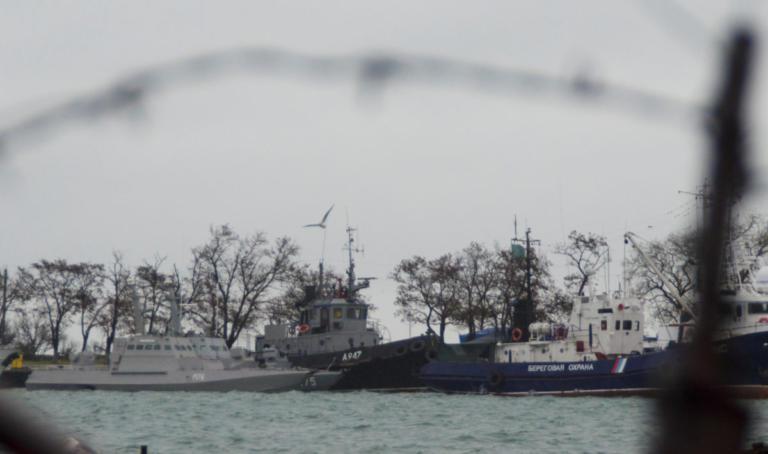 Ρωσία – Ουκρανία: Αμείωτη η ένταση – Το Κίεβο καταγγέλλει τη σύλληψη ναυτών
