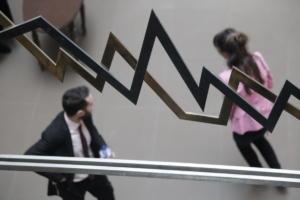 """Χρηματιστήριο: """"Κατενάτσιο"""" περιμένοντας τις τράπεζες"""