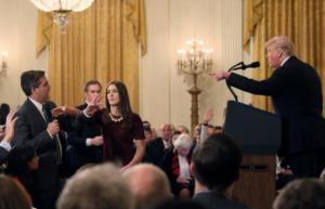 Kι άλλο χαστούκι στον Τραμπ – Δικαστής: Δώστε πίσω την διαπίστευση του δημοσιογράφου του CNN