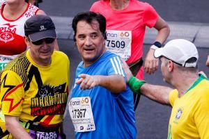 Άδωνις ο… μαραθωνοδρόμος! Φόρεσε τα αθλητικά παπούτσια του και έτρεξε στο Μαραθώνιο! [pics]