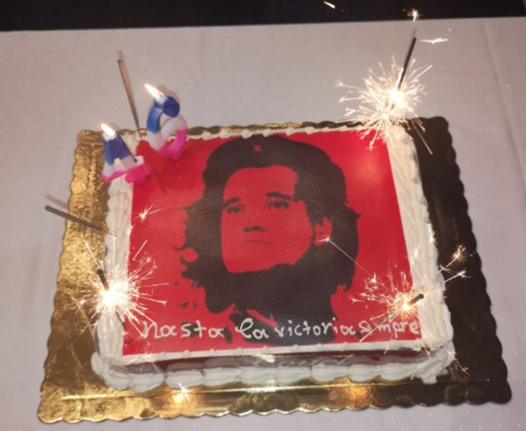 Άδωνις Γεωργιάδης: Τον έκαναν… Τσε στην τούρτα γενεθλίων! [pics] | Newsit.gr