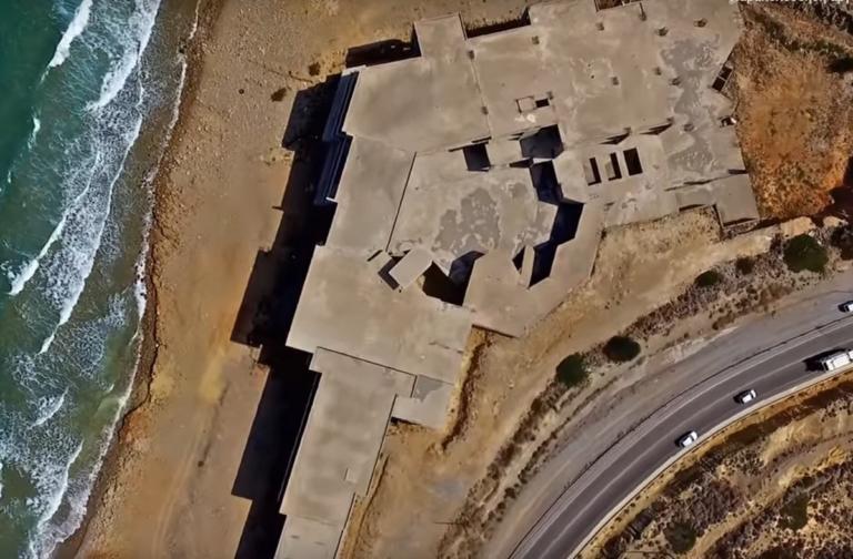 Κρήτη: Το ξενοδοχείο φάντασμα πάνω στην άμμο – Το σχέδιο εφοπλιστή που έμεινε στη μέση – video | Newsit.gr