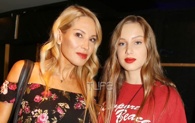 Αννίτα Ναθαναήλ – Σύνθια Χάμπερτ: Μαμά και κόρη περπάτησαν μαζί στην πασαρέλα! | Newsit.gr