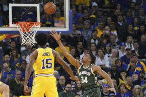NBA: Τρομεροί Μπακς! Διέλυσαν τους πρωταθλητές Γουόριορς με πρωταγωνιστή τον Αντετοκούνμπο – video