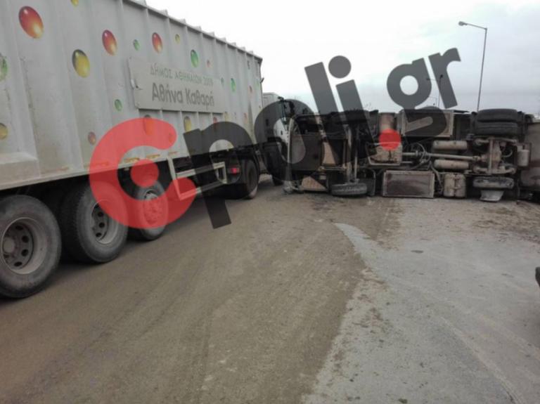 Δυστύχημα στο ΧΥΤΑ Φυλής: Ανατράπηκε απορριμματοφόρο, υπέκυψε ο οδηγός | Newsit.gr