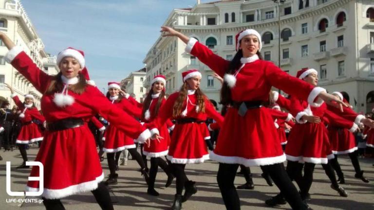Θεσσαλονίκη: Γέμισε… αγιοβασιλίτσες η πλατεία Αριστοτέλους! [pics] | Newsit.gr
