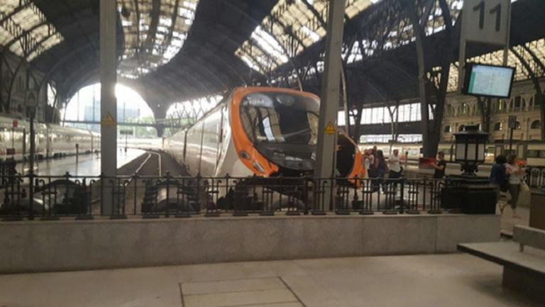 Εκτροχιάστηκε τρένο στη Βαρκελώνη – Ένας νεκρός και πέντε τραυματίες
